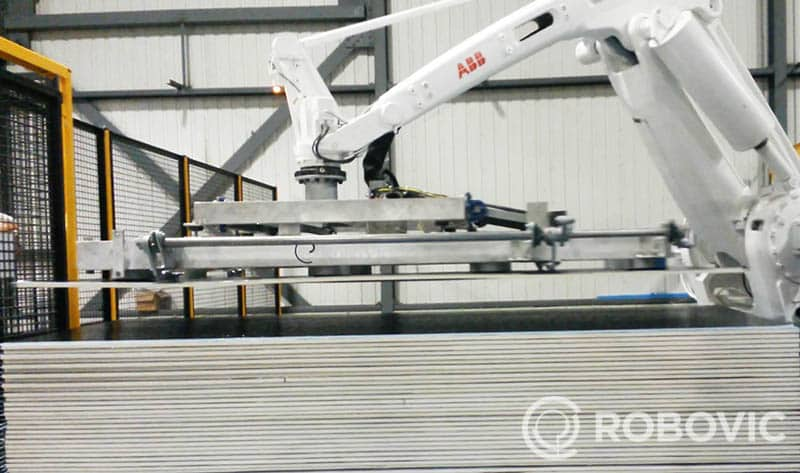 Sheet stacking palletizer with ABB robot